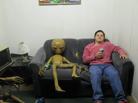 1477972_743202732375334_1409851151_nAbe with alien on couch